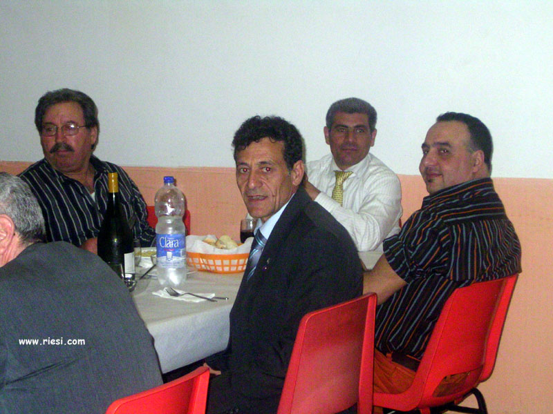 sulla sinistra con la camicia a righe e occhiali Giacomo MAURICI, a destra con camicia a righe Venanzio MAURICI